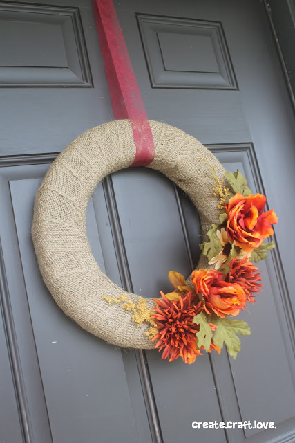 burlap and flower wreath (via createcraftlove)