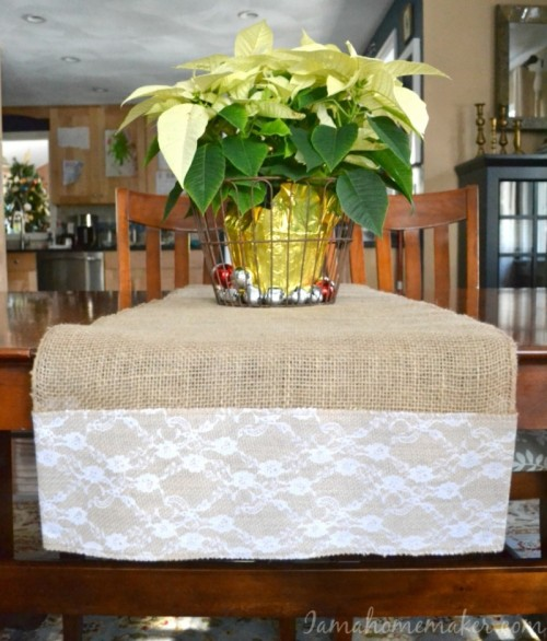 no sew burlap table runner (via iamahomemaker)