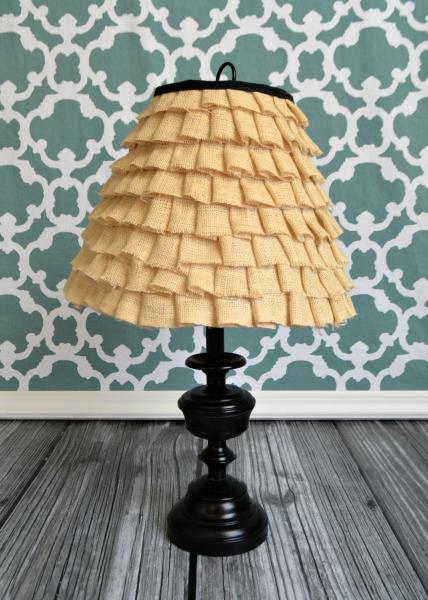 burlap ruffle lampshade (via takingcareofmonkeybusiness)