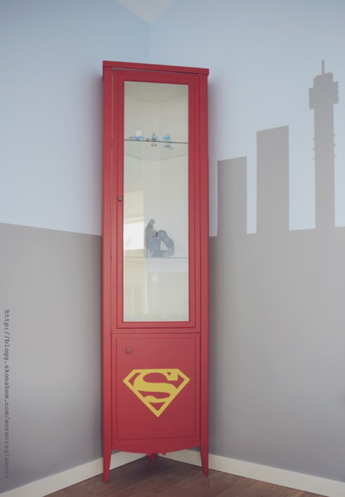 Superman emblem stenciled cabinet (via blogg)