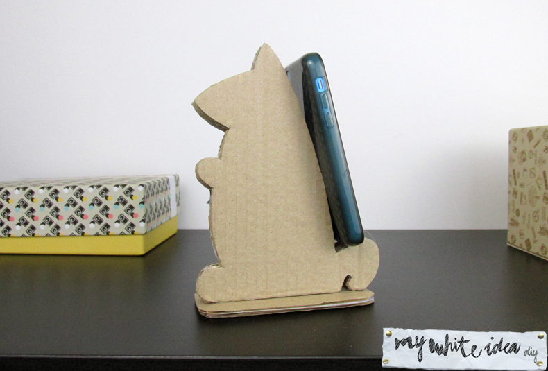 Picture Of diy cardboard squirrel tablet stand  4