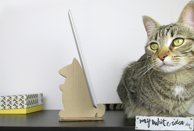 Picture Of diy cardboard squirrel tablet stand  5