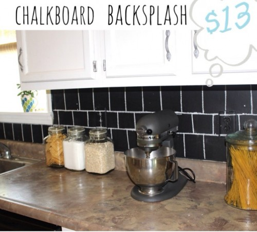 simple chalkboard backsplash (via diyconfessions)