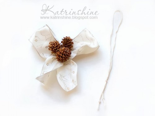 Diy Christmas Bow With Pinecones