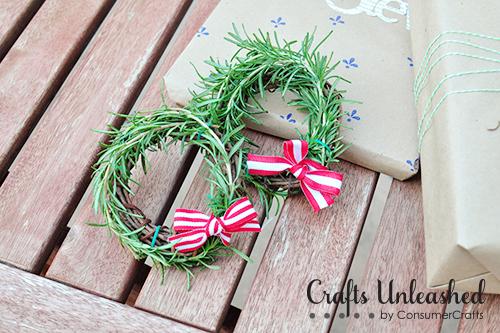 mini rosemary wreaths (via craftsunleashed)