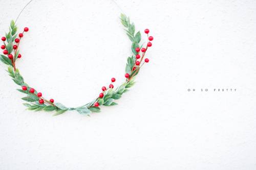 simple Christmas wreath (via oh-sopretty)