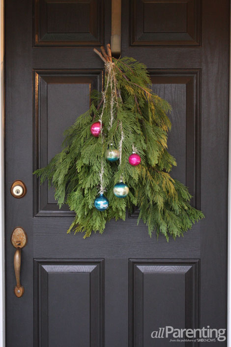 Christmas door swag (via allparenting)