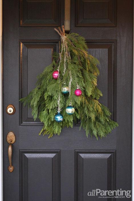 Christmas Door Swag Via Allparenting