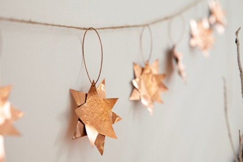 copper stars Christmas decor (via shelterness)