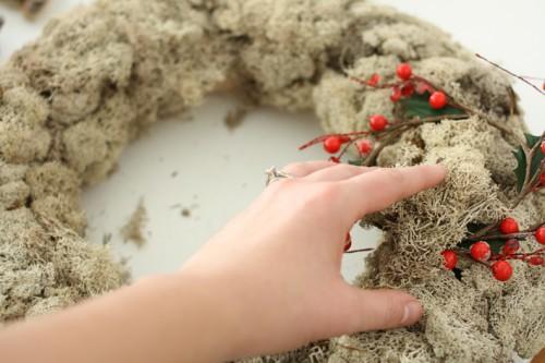woodland moss wreath (via hellolidy)