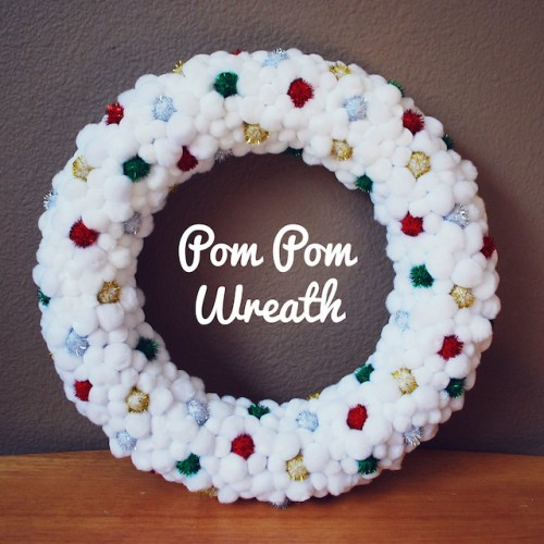pom pom wreath (via crosbiecrew)