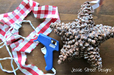 pinecone star ornament (via jessiestreetdesigns)