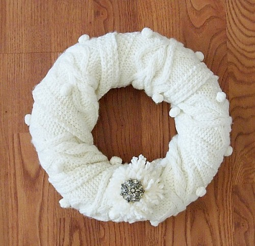 winter scarf wreath (via shelterness)