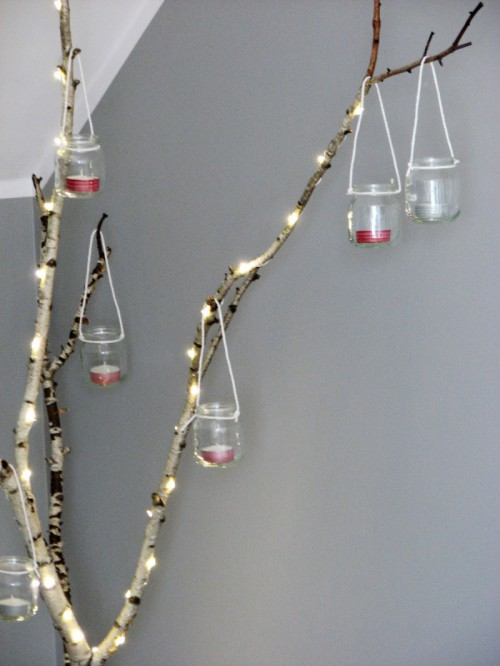 mini lanterns for Christmas (via shelterness)