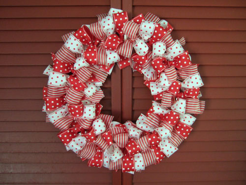 If you still haven?t made or bought a Christmas wreath we have an ...