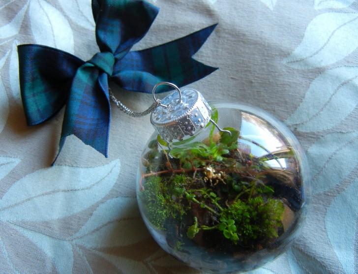 living Christmas ornament