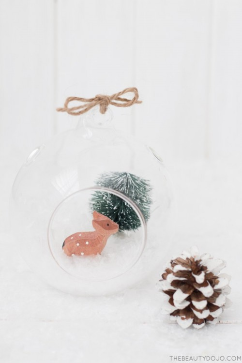 hanging Christmas terrariums (via thebeautydojo)