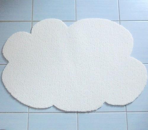 cloud-shaped mat (via leideedellavale)