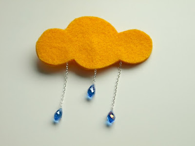 cloudy brooch (via mariajustdoit)