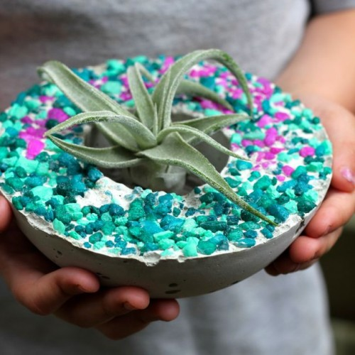mini concrete planters (via craftingconnections)