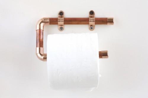 copper pipe toilet paper holder (via kristimurphy)
