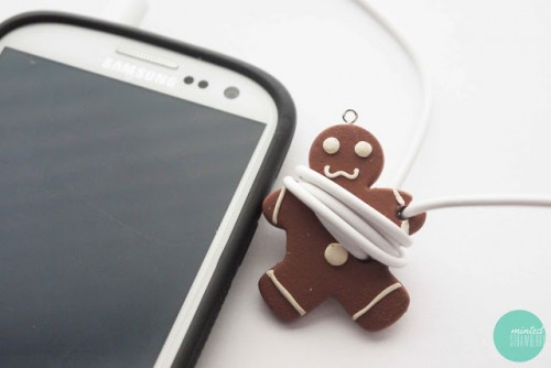 DIY earphone cord organizer (via mintedstrawberry)