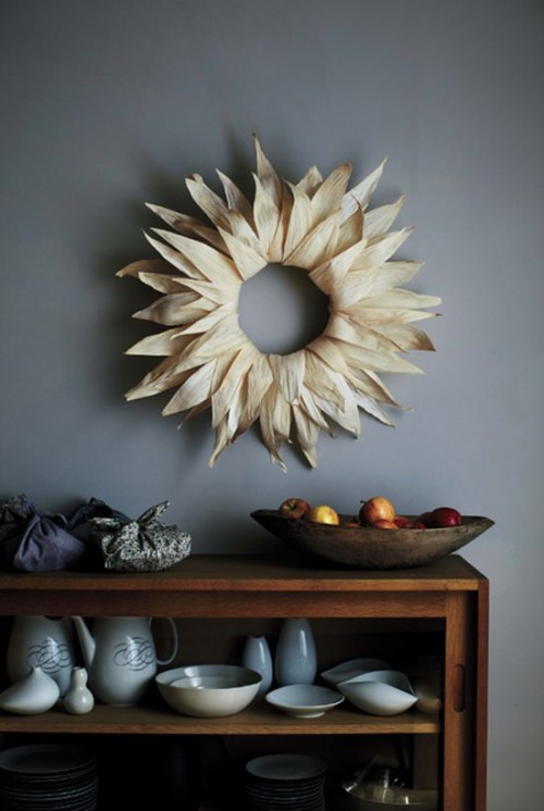 corn husk wreath (via popsugar)