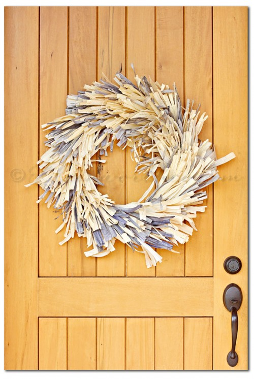 frayed corn husk wreath (via kleinworthco)