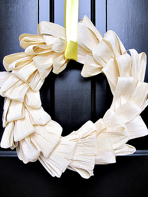 glam corn husk wreath (via atthepicketfence)