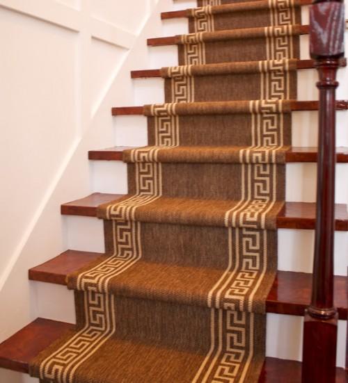 thick carpet stair runner (via livingquartersonadime)