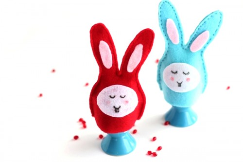 felt bunny egg cozies (via crafts)