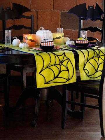 DIY Cute Spiderweb Halloween Table Runner