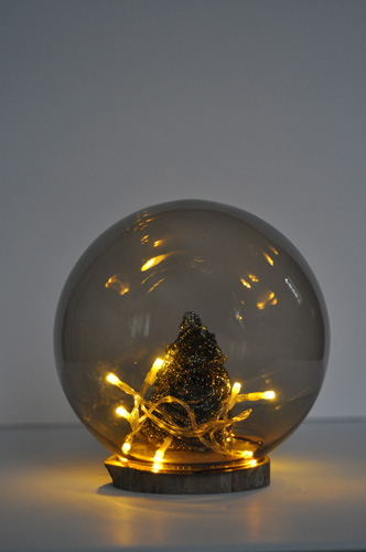 Christmas globe with lights (via lifeovereasy)