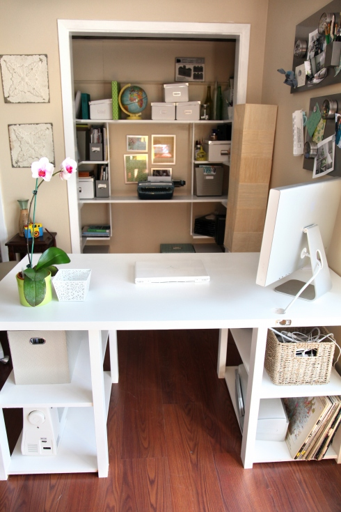 Lovely DIY Home Office Desk From An Old Door