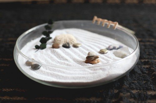 9 DIY Desk Zen Gardens To Keep Calm
