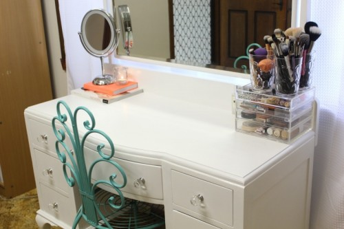 beautiful white vanity makeover