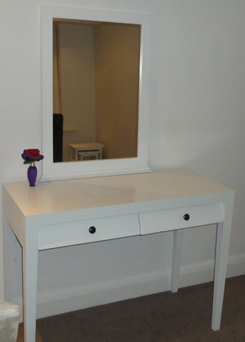 easy white dressing table makeover (via gcroft)