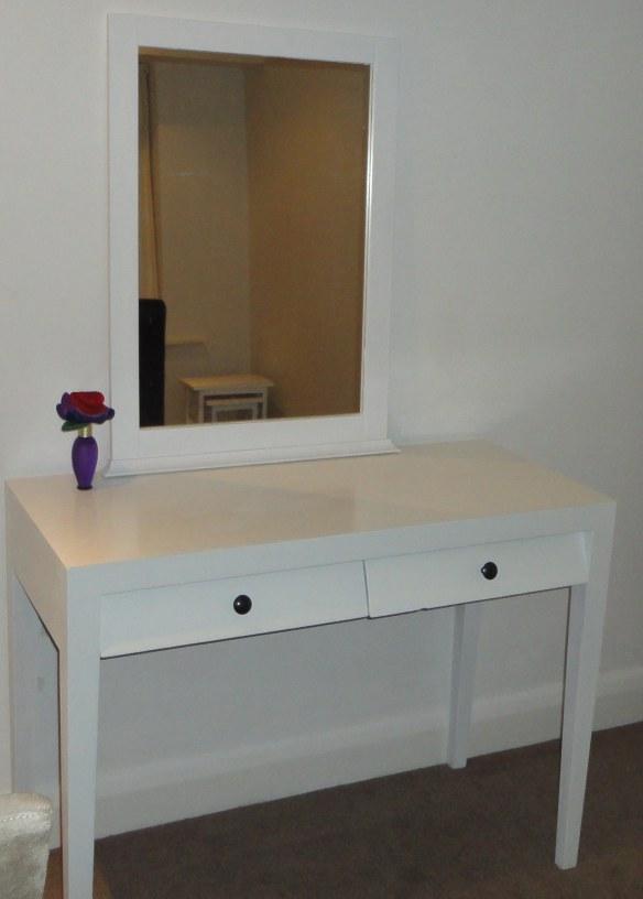 easy white dressing table makeover