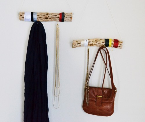 10 DIY Driftwood Wall Hangers And Holders For Various Stuff