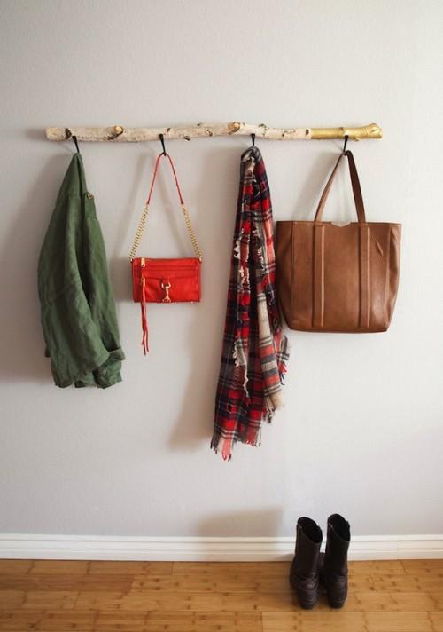 driftwood wall hanger (via shelterness)