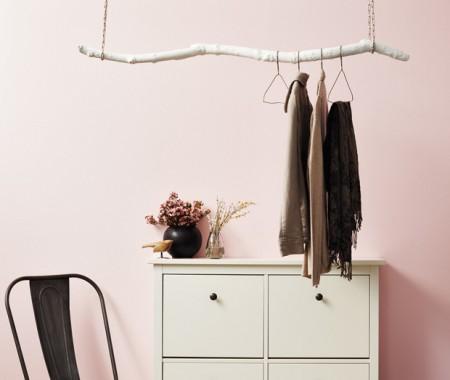hanging coat rack (via houseandhome)