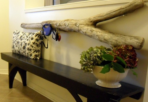 driftwood key holder (via restorationhouseblog)