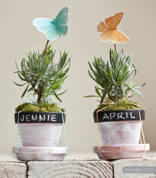 chalkboard herb planter card holders (via elli)