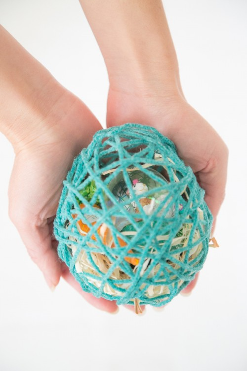 DIY Easter Suprise Egg From Colorful Yarn