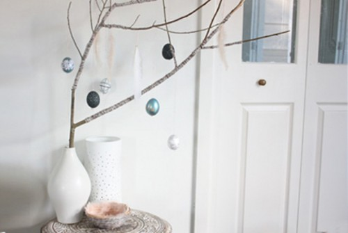 DIY Easter Tree With Eggs As A Cool Centerpiece