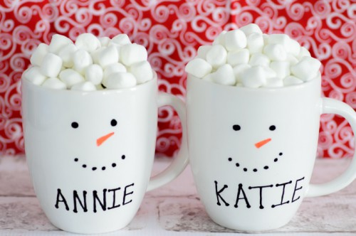 personalized snowman mugs (via almostsupermom)