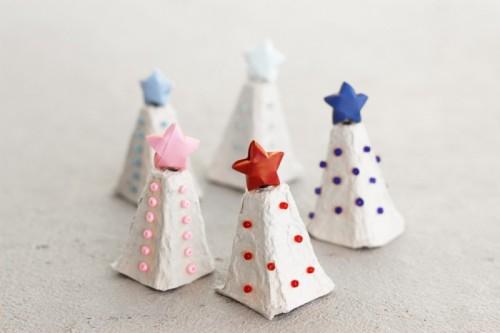Diy egg carton christmas tree shelterness for Egg carton christmas crafts