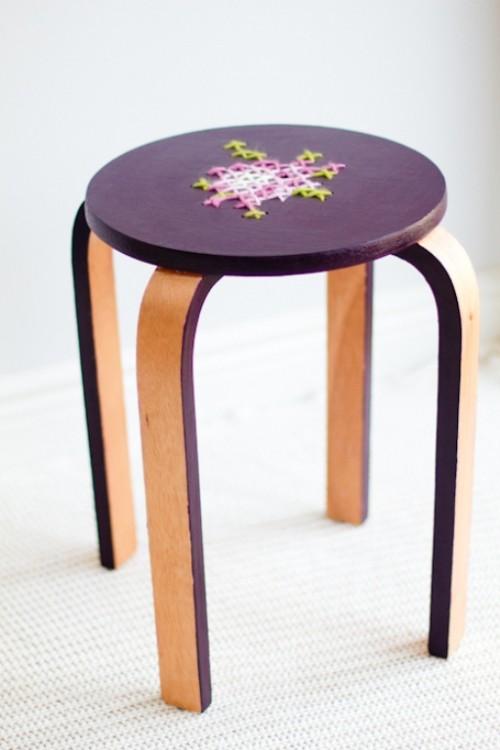 embroidered stool renovation (via shelterness)