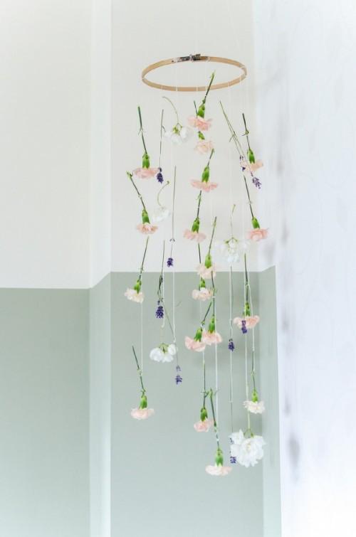 hoop floral arrangement (via gardenoholic)