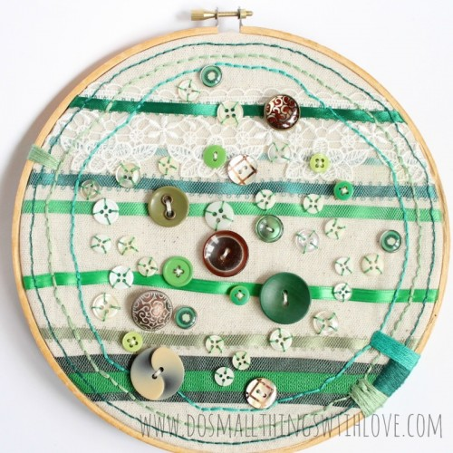 button hoop art (via shelterness)